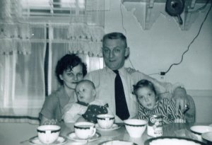 Lester with his daughter, Mildred Baxter and two of her children.